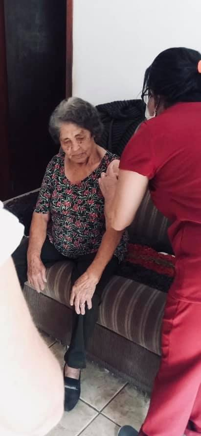 A Secretaria Municipal de Saúde de Dores de Guanhães deu início a vacinação dos idosos acima de 90 anos.